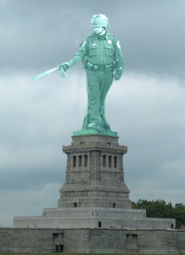 Pepper-spraying-cop-statue-of-liberty