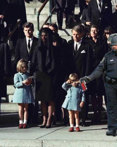 Pepper-spraying-cop-john-pike-spraying-john-jr-and-kennedys-funeral