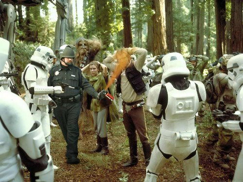 Pepper-spraying-cop-john-pike-spraying-han-solo-in-star-wars-scene